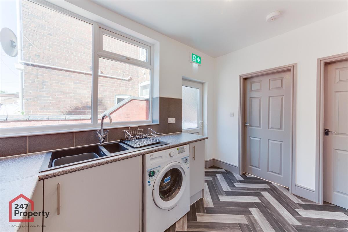 To Let - 1 bedroom Double room, Junction House Room One Doncaster - £390 pcm