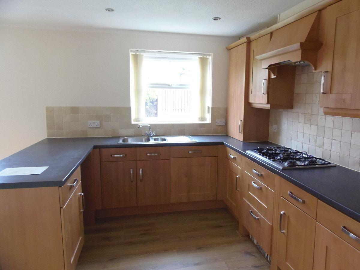 For Sale - 4 bedroom Semi-detached house, Reeves Way, Armthorpe - £195,000
