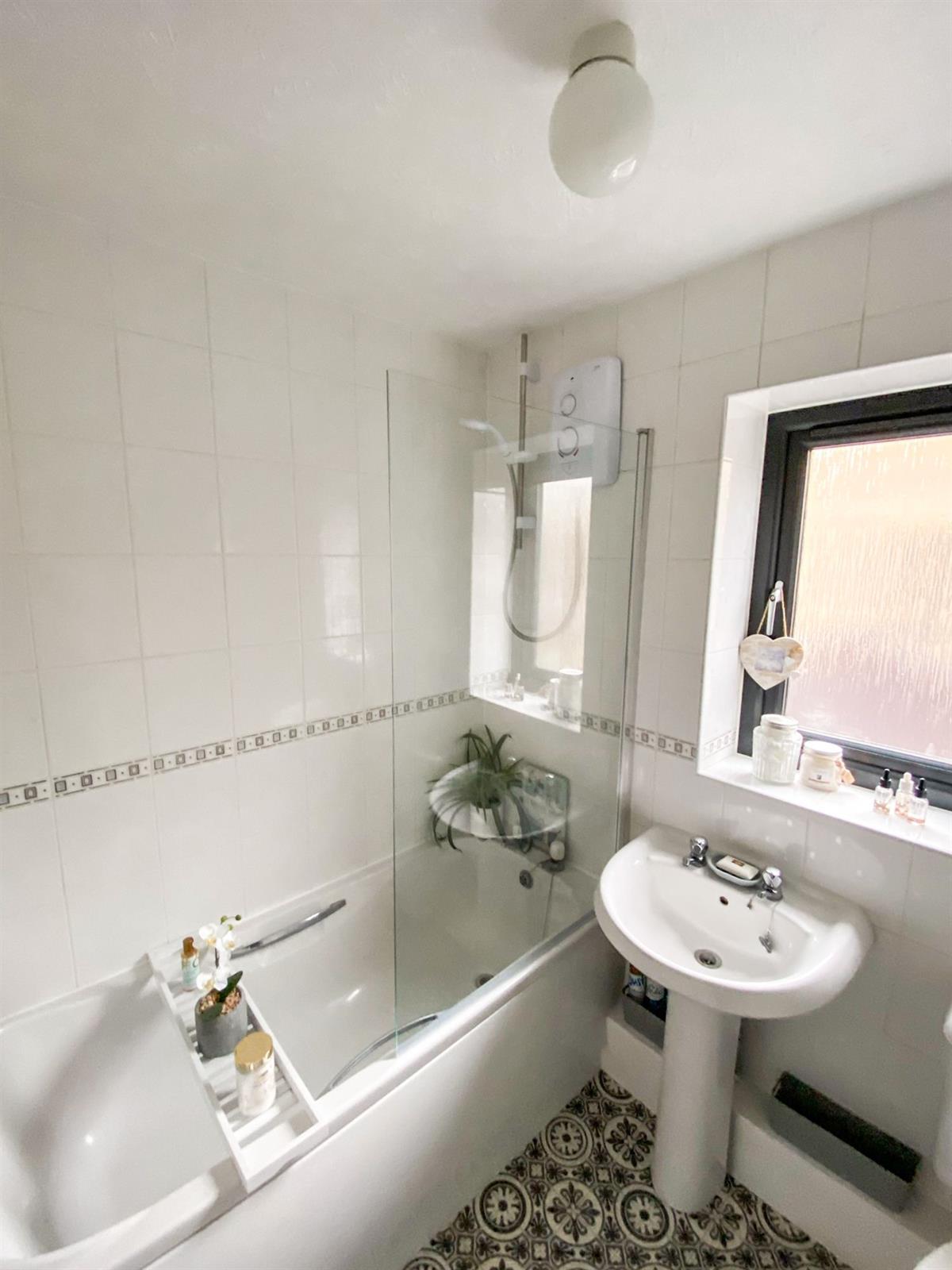 To Let - 2 bedroom Semi-detached house, West Green Drive, Kirk Sandall, Doncaster - £675 pcm