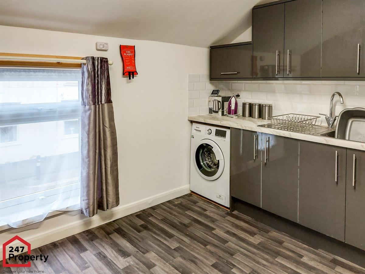 To Let - 1 bedroom Double room, Diana Street, Room Two, Scunthorpe - £90 pw
