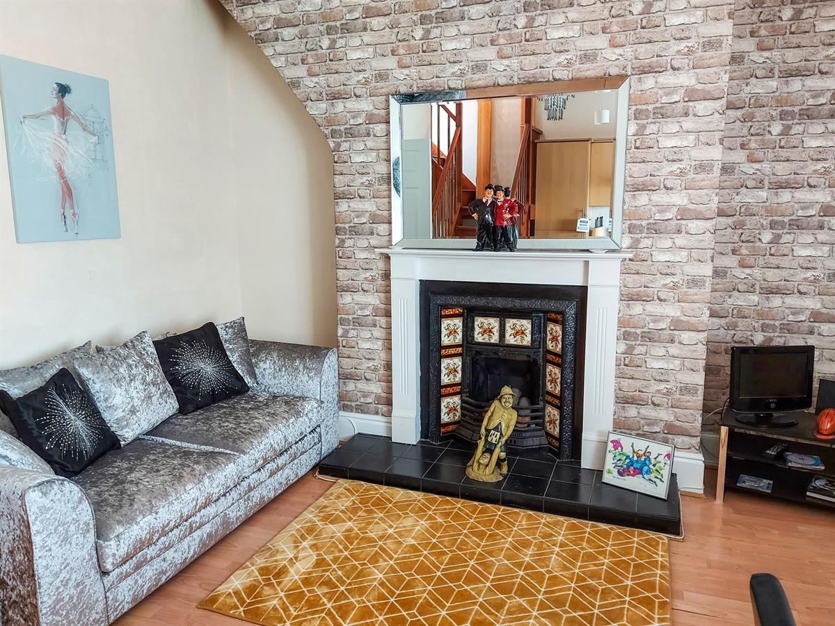 For Sale - 2 bedroom Flat, Bennetthorpe, Doncaster - £125,000 Guide Price