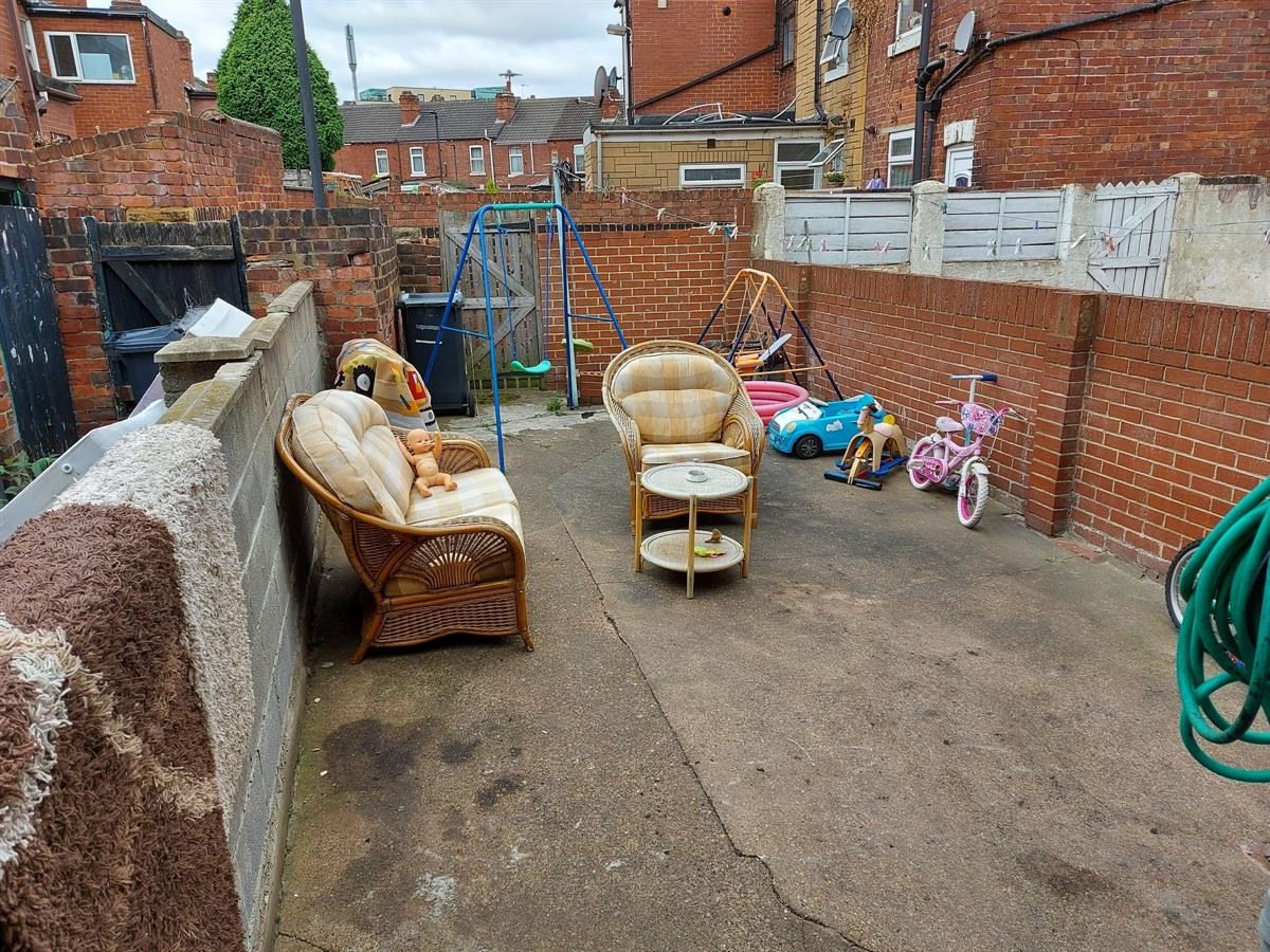 For Sale - 2 bedroom Terraced house, Christ Church Road, Doncaster - £75,000 Guide Price