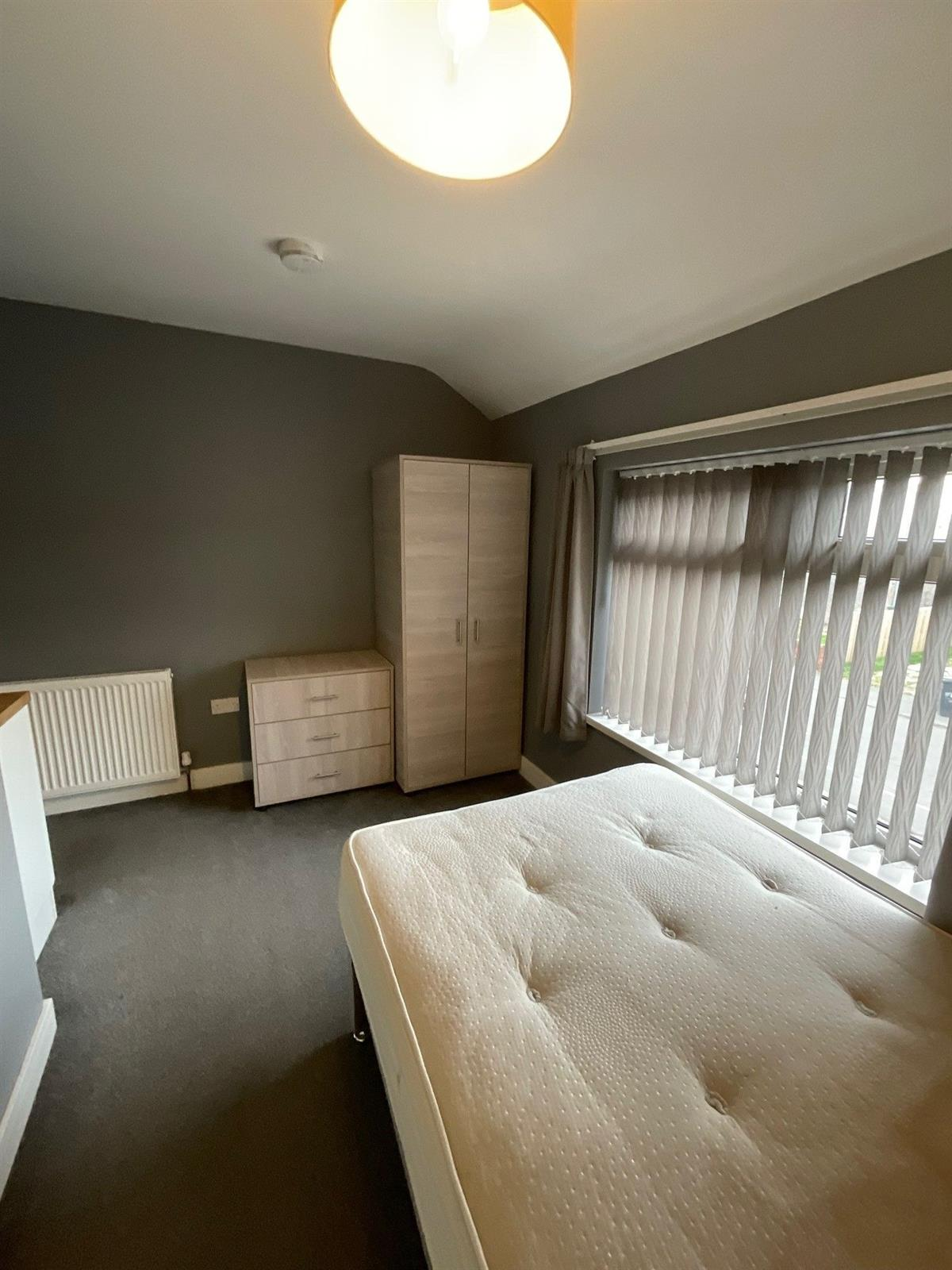 To Let - 1 bedroom Double room, Grangefield Avenue, Room Three, New Rossington, Doncaster - £90 pw